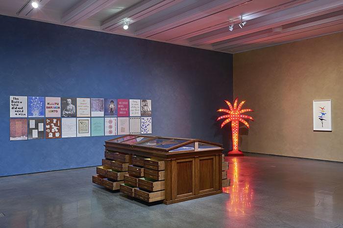 "Yto Barrada / Vue de l'exposition ""Klaatu Barrada Nikto"", Aspen Art Museum, 1er juin - 25 novembre 2018 © Tony Prikryl"