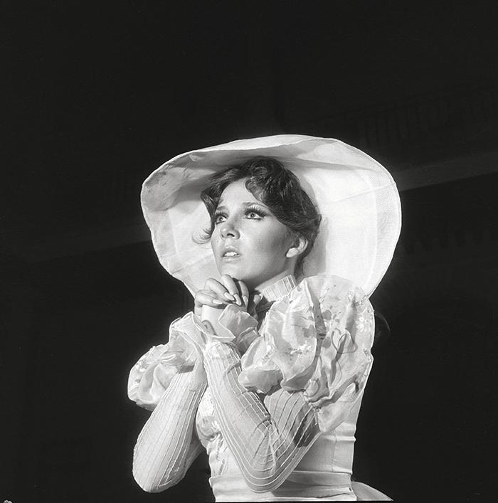 Antonio Caballero / Véronica Castro, fotonovela para la revista Capricho, ca 1970 / Silver gelatin print / 100 x 100 cm / Ed. 3 ex.