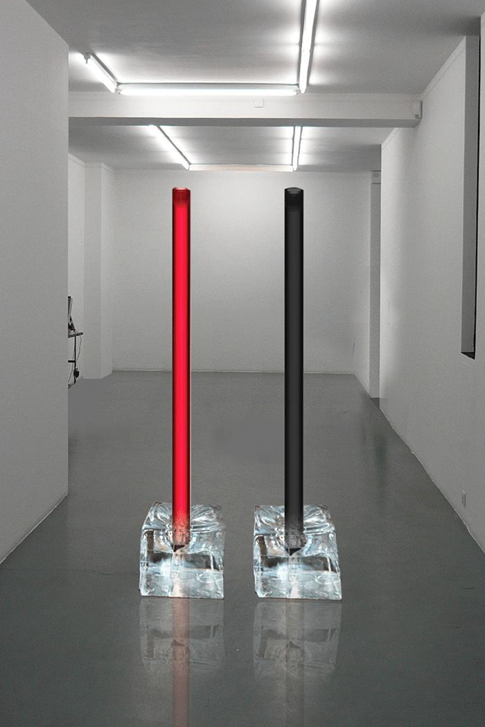 Odile Decq / Test Tube, Force en présence / Crystal, résine et encre, tube plexiglass /175 cm / 2013