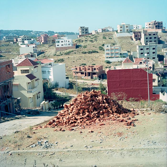 Yto Barrada / Briques / C-print / 80 x 80 /2003-2011