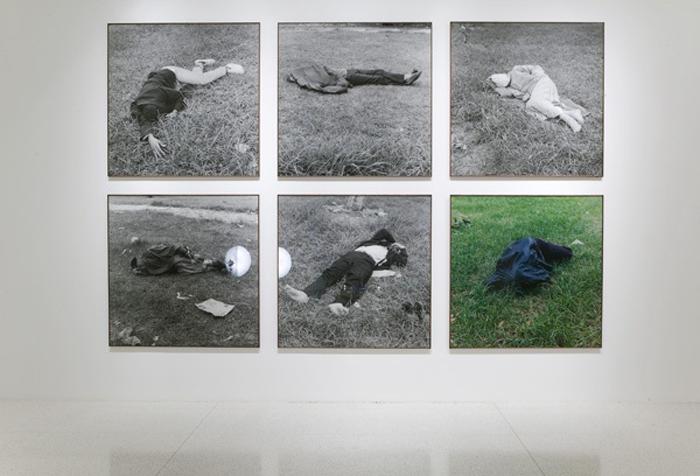 Yto Barrada / Dormeurs / C-print / 125 x 125 cm / 2006