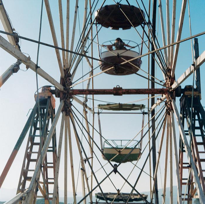 Yto Barrada / Le Detroit - The Strait ProjectGrande Roue / Ferris Wheel M'dig 2001 / C-print / 80 x 80 cm