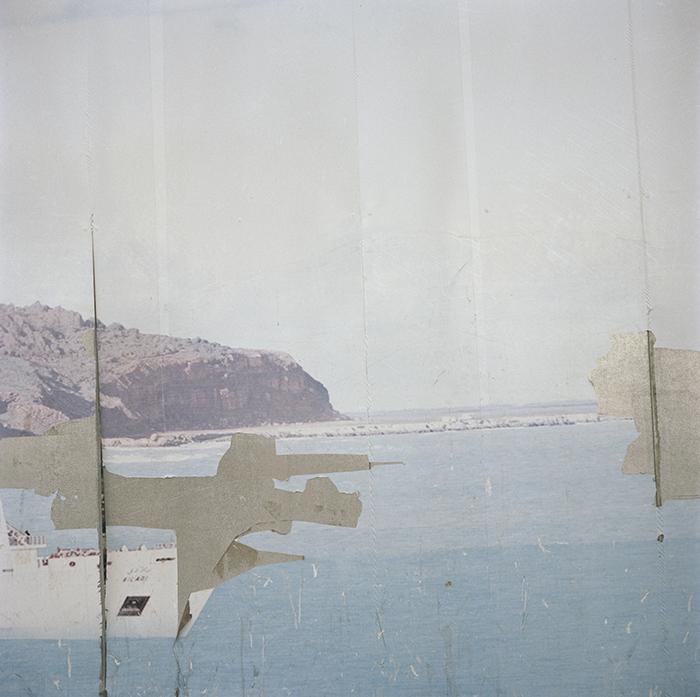 Yto Barrada / Yto Barrada - Palissade de chantier ( Ferry ) Avenue d'Espagne - Tanger / Iris Tingitana series / C-print 2007 - Edition of 5 - Only one size / 60 x 60 cm
