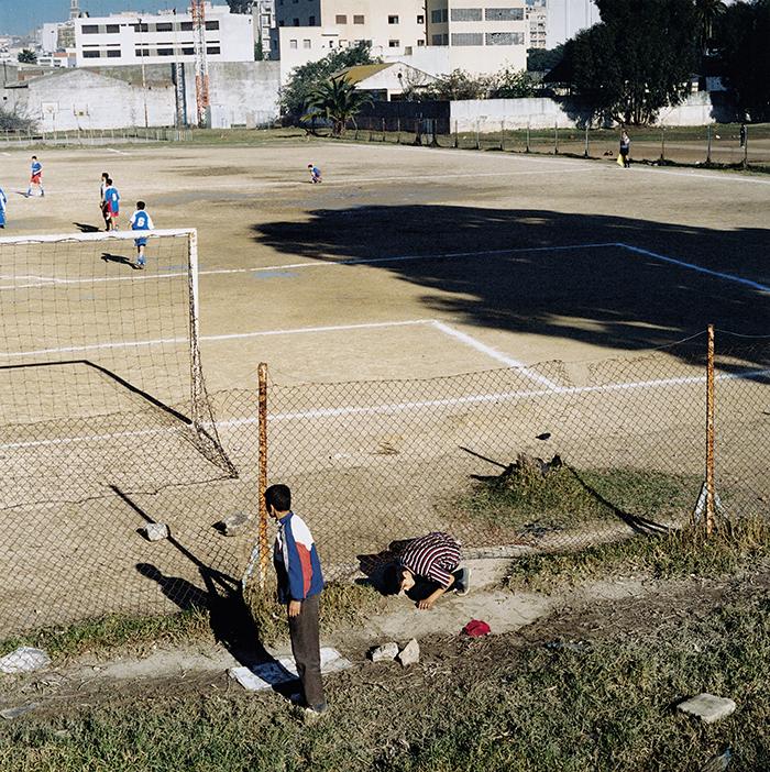 Yto Barrada / Trou dans le grillage, Tanger / C-print / 80 x 80 cm / 2003