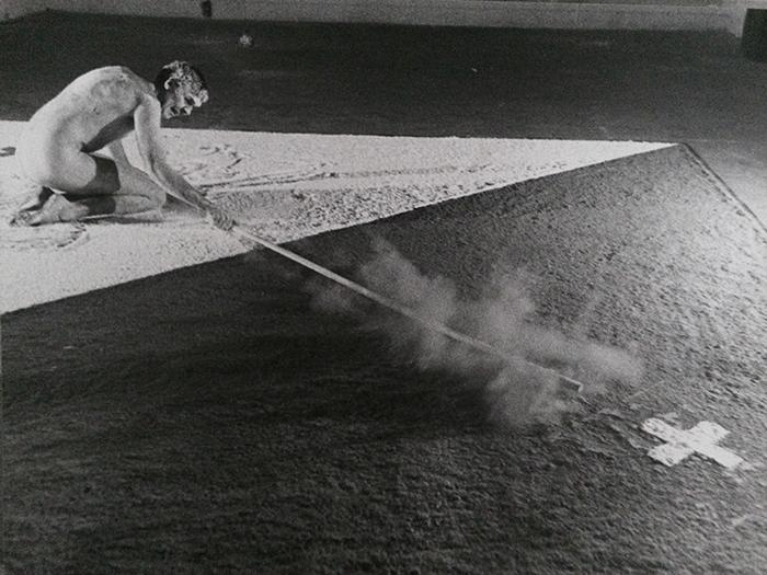 Nigel Rolfe / Performance / Drawing With Stick / 1980 Dov.e La Tigre. Milan / Archive