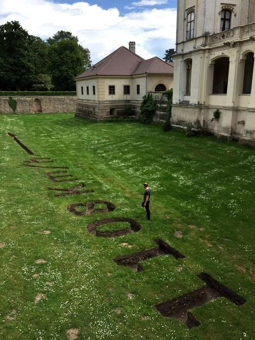 Simon Faithfull / Earthspin No. 1 – Grafenegg / cut-earth / Installation view Grafenegg, Austria / 2017
