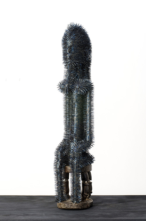 Harald Fernagu / Grand Féticheur / Dentales, métal, sculpture africaine du commerce touristique - Dental, metal, African sculpture / 86,5 x 22 x 18 cm / 2019