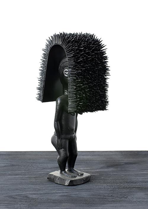 Harald Fernagu / Masque divinatoire / Dentales, métal, sculpture africaine du commerce touristique - Dental, metal, African sculpture / 30 x 12 x 10 cm / 2019