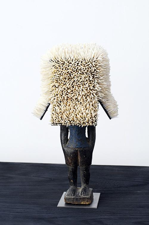 Harald Fernagu / One minute sculpture / Dentales, métal, sculpture africaine du commerce touristique - Dental, metal, African sculpture / 32,5 x 20 x 24 cm / 2019