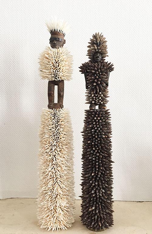 Harald Fernagu, Les Hommes canon, Douilles d'obus, statuettes africaines et coquillages, 55 x 10 x 9 cm, 2018