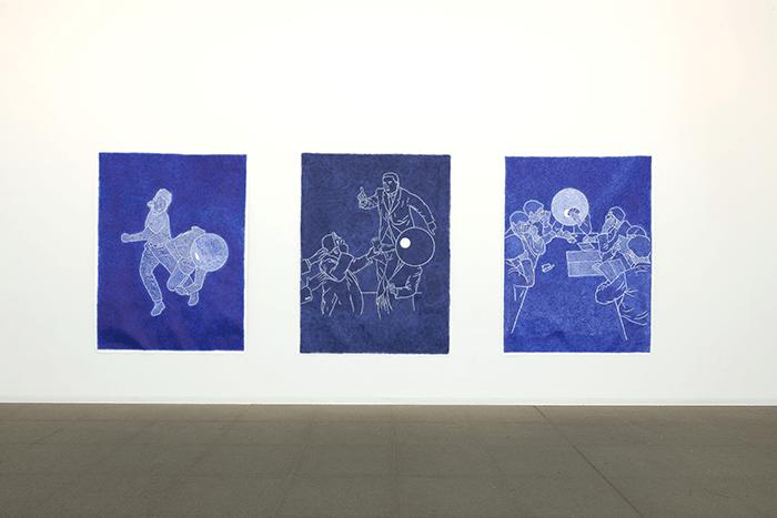 Patrick Guns / The Assault With a Gun / ( The Fading of Colours serie's ) / Dessin à l'encre Bic bleue sur papier / 200 x 150 cm