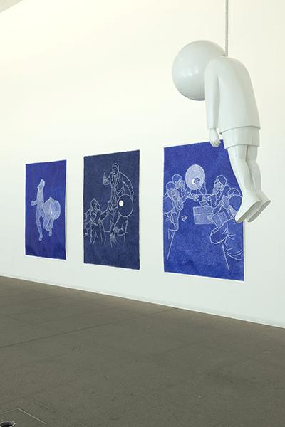 Patrick Guns / The Fading of Colours / View exhibition Mac's Grand Hornu – Belgique / Stylo bic sur papier et sculpture en résine