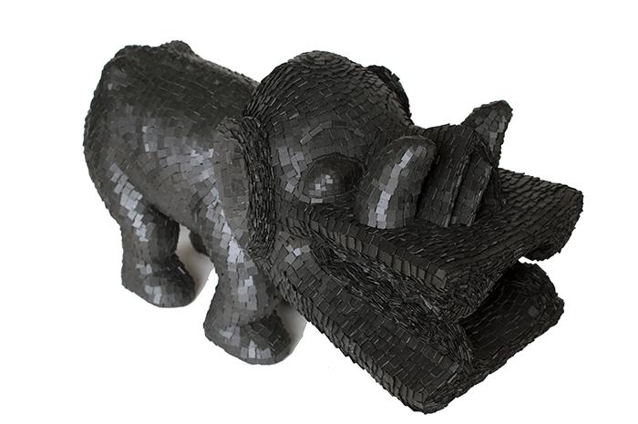Harald Fernagu / Mes Colonies, Dragon / Technique mixte, ardoise, sculpture en bois du commerce touristique africain / 34 x 65 x 23 / 2016