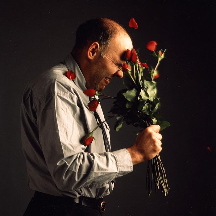 Nigel Rolfe / Roses in face / C-print 1998 / 120 x 140 cm / Ed. of 3