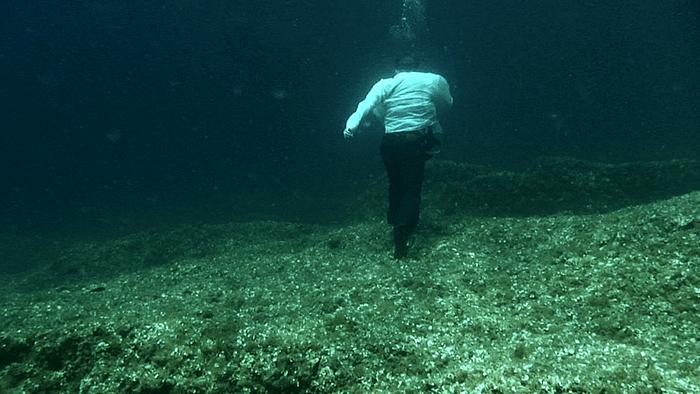Simon Faithfull / Going Nowhere / 2011 6min, HD single channel video / video still / https://vimeo.com/148209755