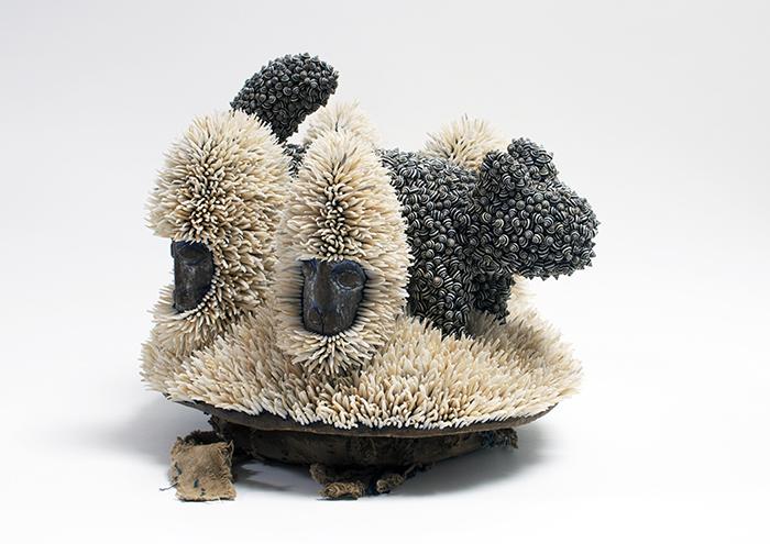 Harald Fernagu / Mes colonies, Le guépard / Technique mixte, bois, coquillages, coiffe africaine issue du commerce touristique contemporain / 34 x 39 x 35 cm / 2018