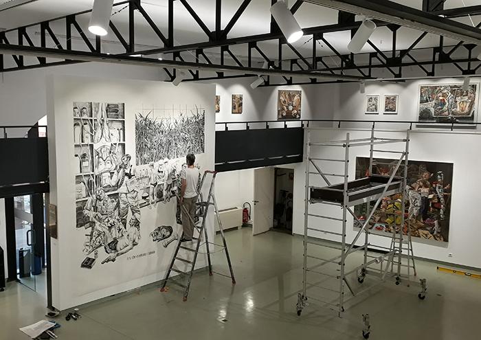 """Marcos Carrasquer / """"It's the economy, cabrón"""", dessin mural réalisé pour l'exposition """"Et si c'est pas maintenant, quand?"""" à l'Espace d'art contemporain André Malraux à Colmar / Du 15 juillet au 25 octobre 2020"""