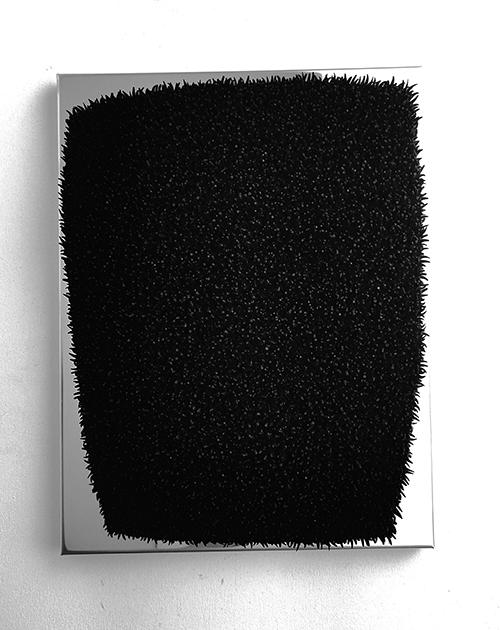 Harald Fernagu / Leaving Portrait #2 / Coquillages sur zinc, peinture noire, miroir poli - Sea shells on zinc, black painting, polished mirror / 42 x 32 x 6 cm / 2020
